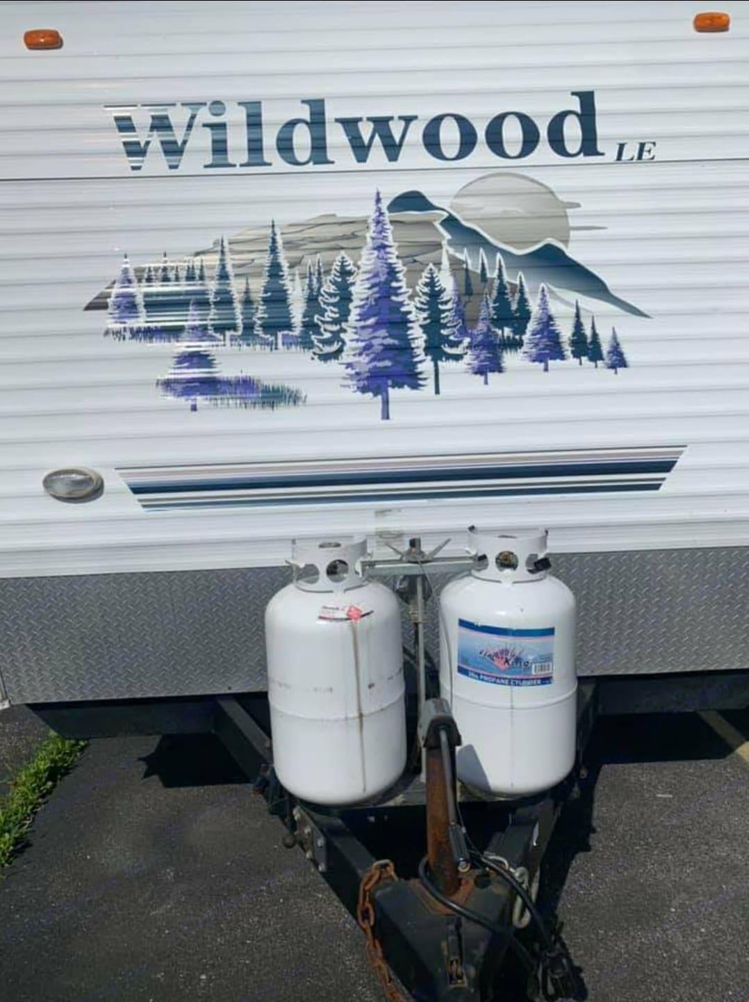 2 Full Size Propane Tanks message for details how much is included. Forest River Wildwood 2006