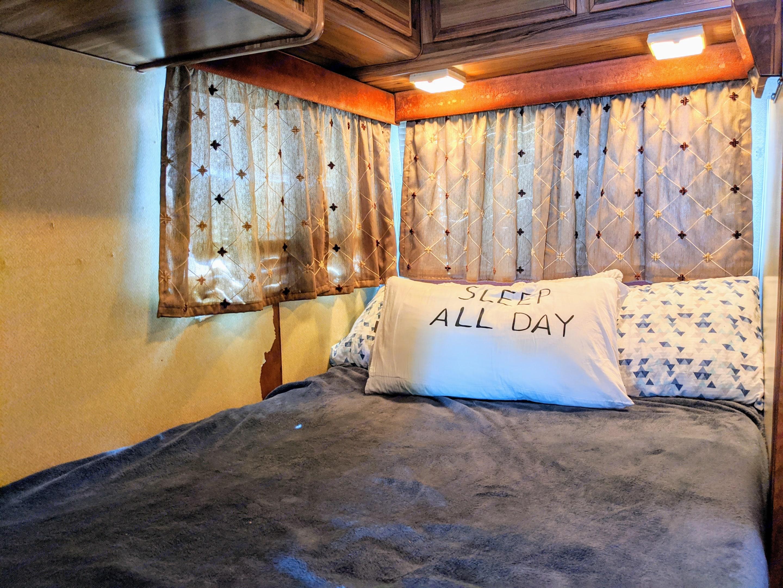 bedroom. Ford Jamboree 1984