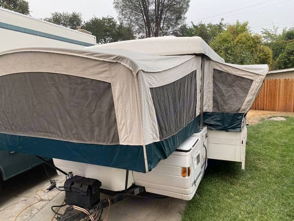 """has battery, two propane tanks, and storage bin in front. Requires 2"""" ball for towing. Coleman Grand Tour Niagara 1999"""