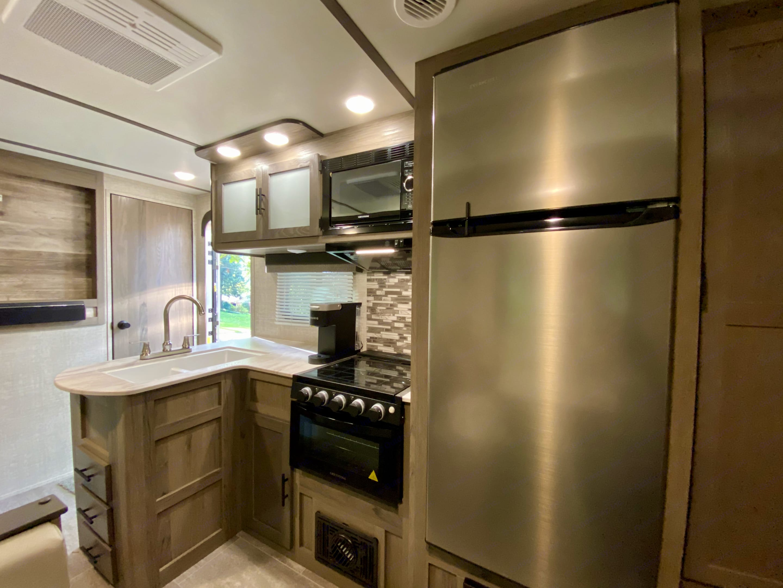 Kitchen with double sink, stove, oven, m/w, fridge/freezer. Gulf Stream Enlighten 27BHS 2021