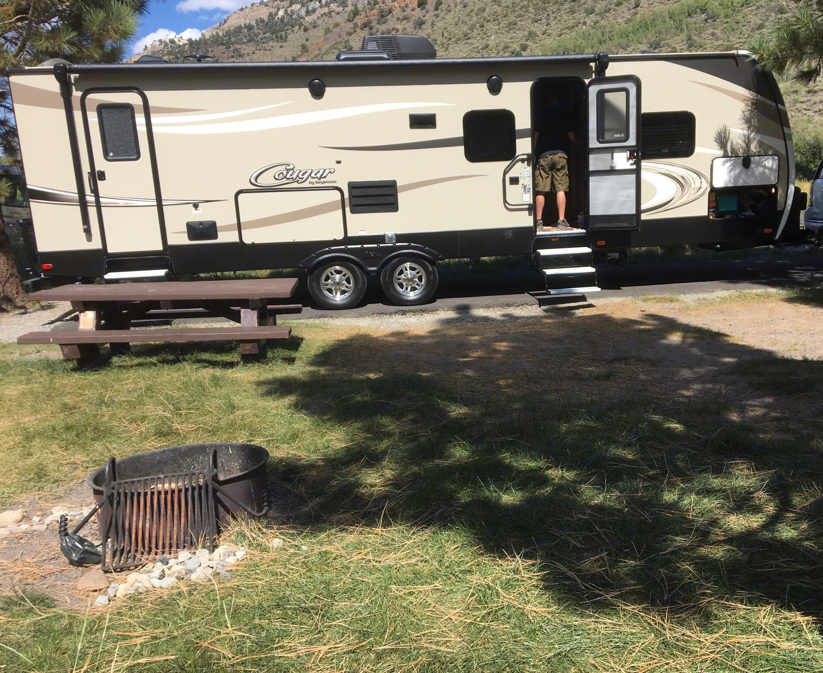 29 Ft Cougar with King Bed and oversized bunk beds. Keystone Cougar 2018