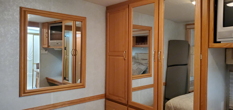 3 hanging closet areas with 8 storage drawers!. Itasca Sunrise 2005