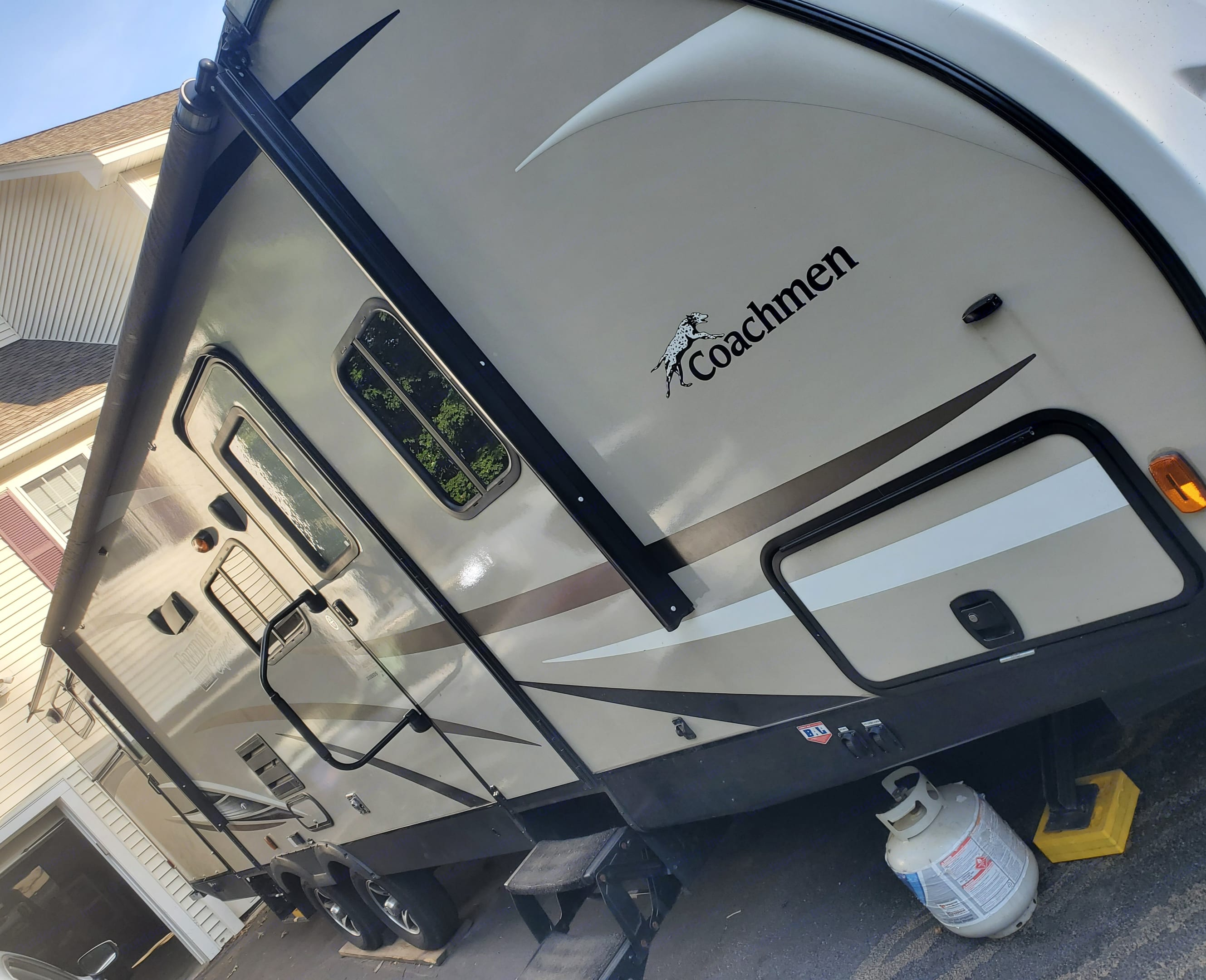 dual entry with 18' awning. Coachmen Freedom Express 2017