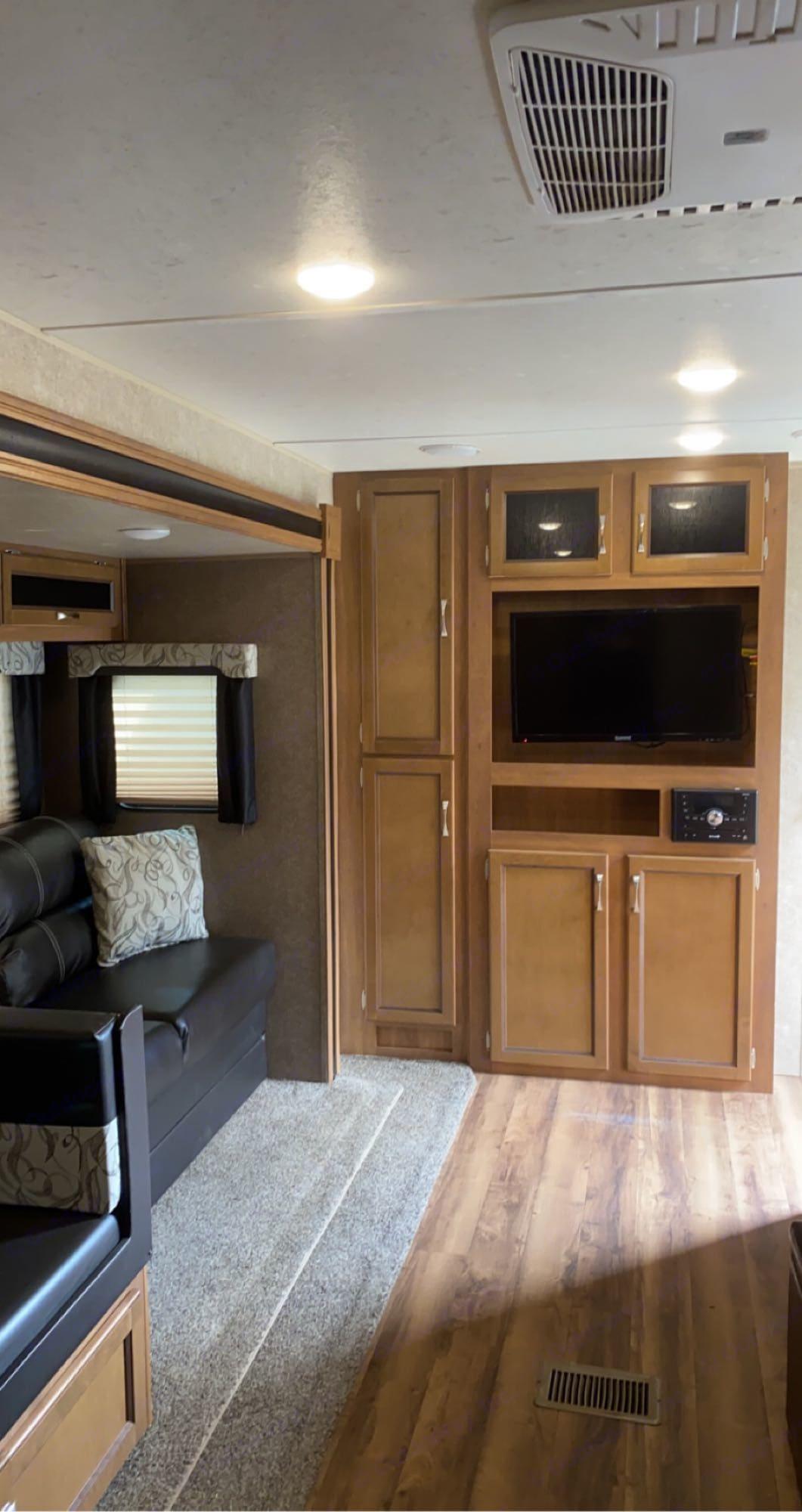 Living Room. Coachmen Catalina 2018