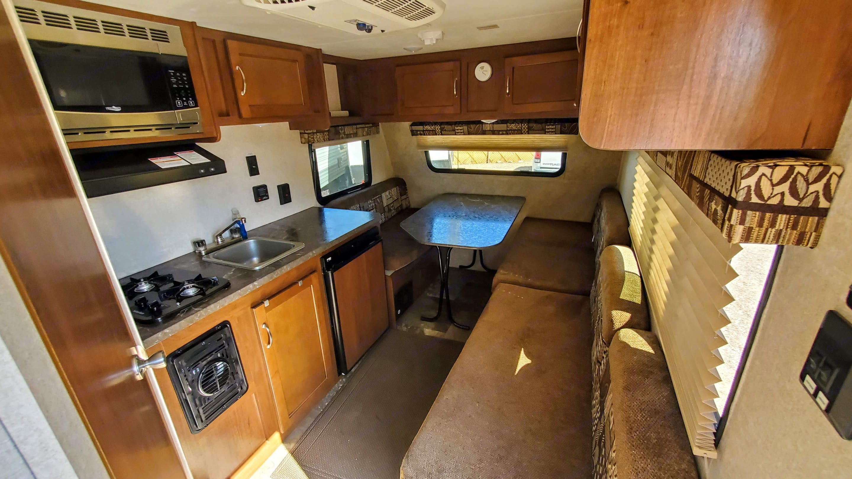 Very well thought out interior with all the essentials. Jayco Jay Flight 2017