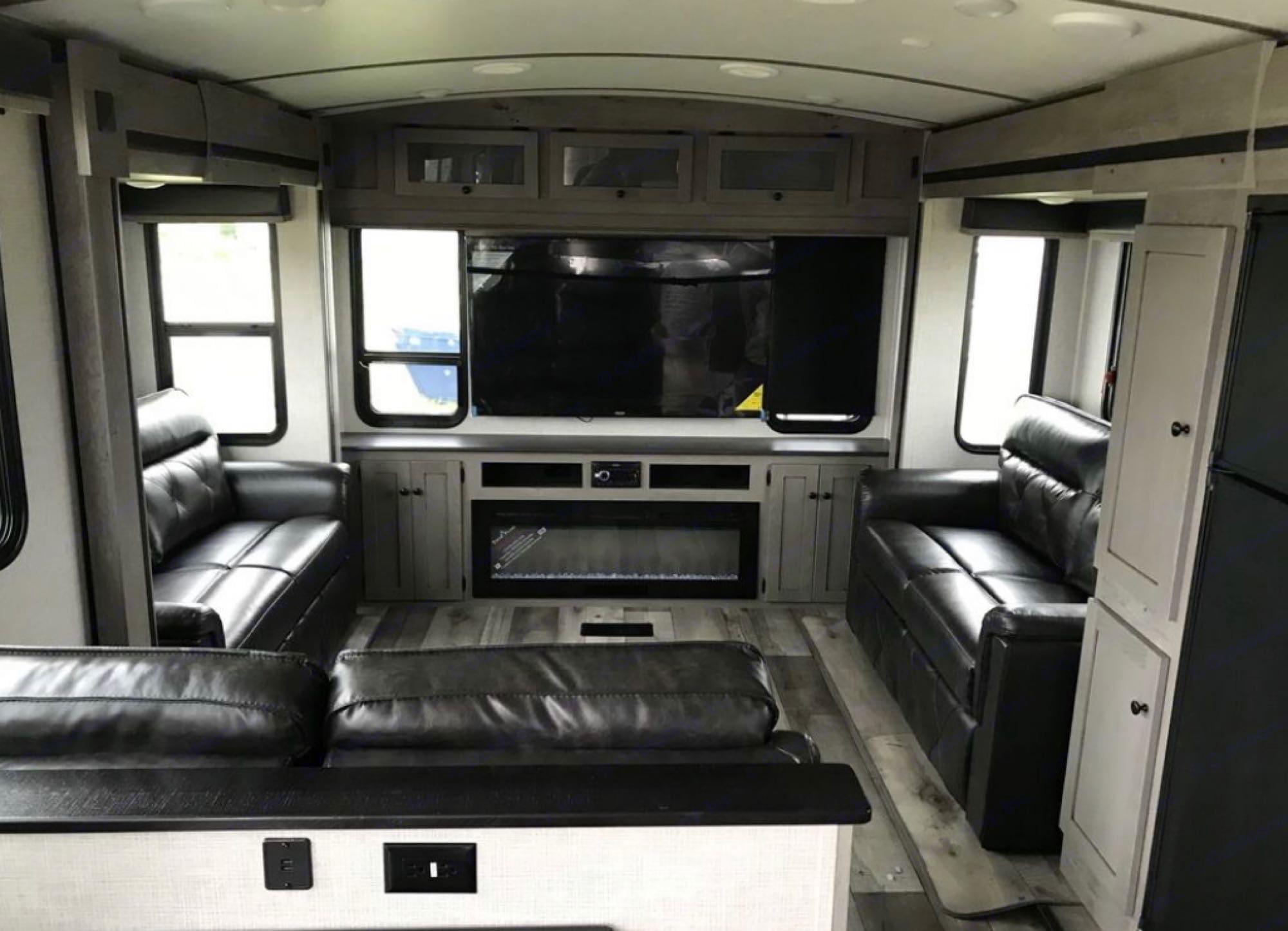 Fireplace & 55in Smart TV. Keystone Outback 2021