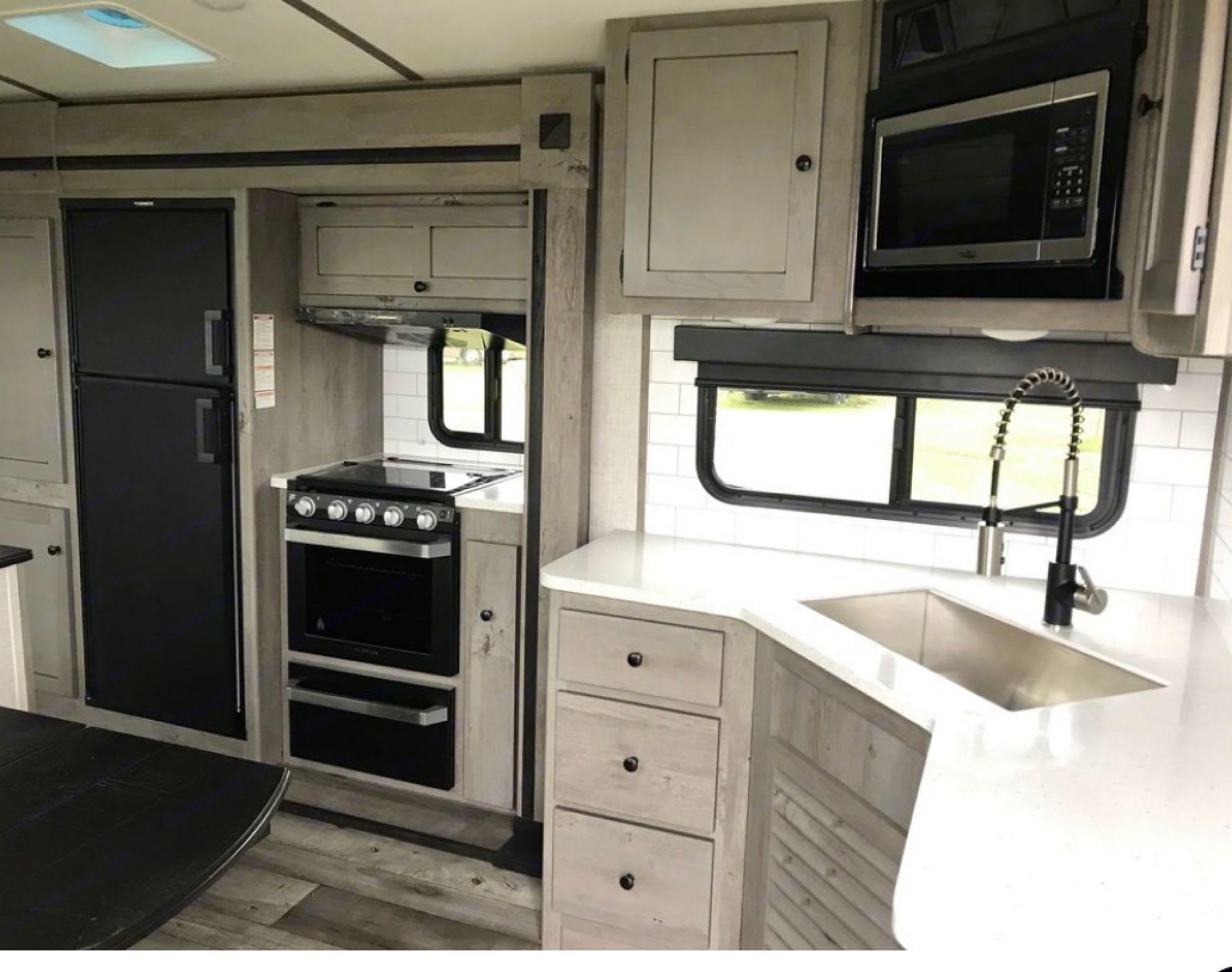 Full Kitchen. Keystone Outback 2021