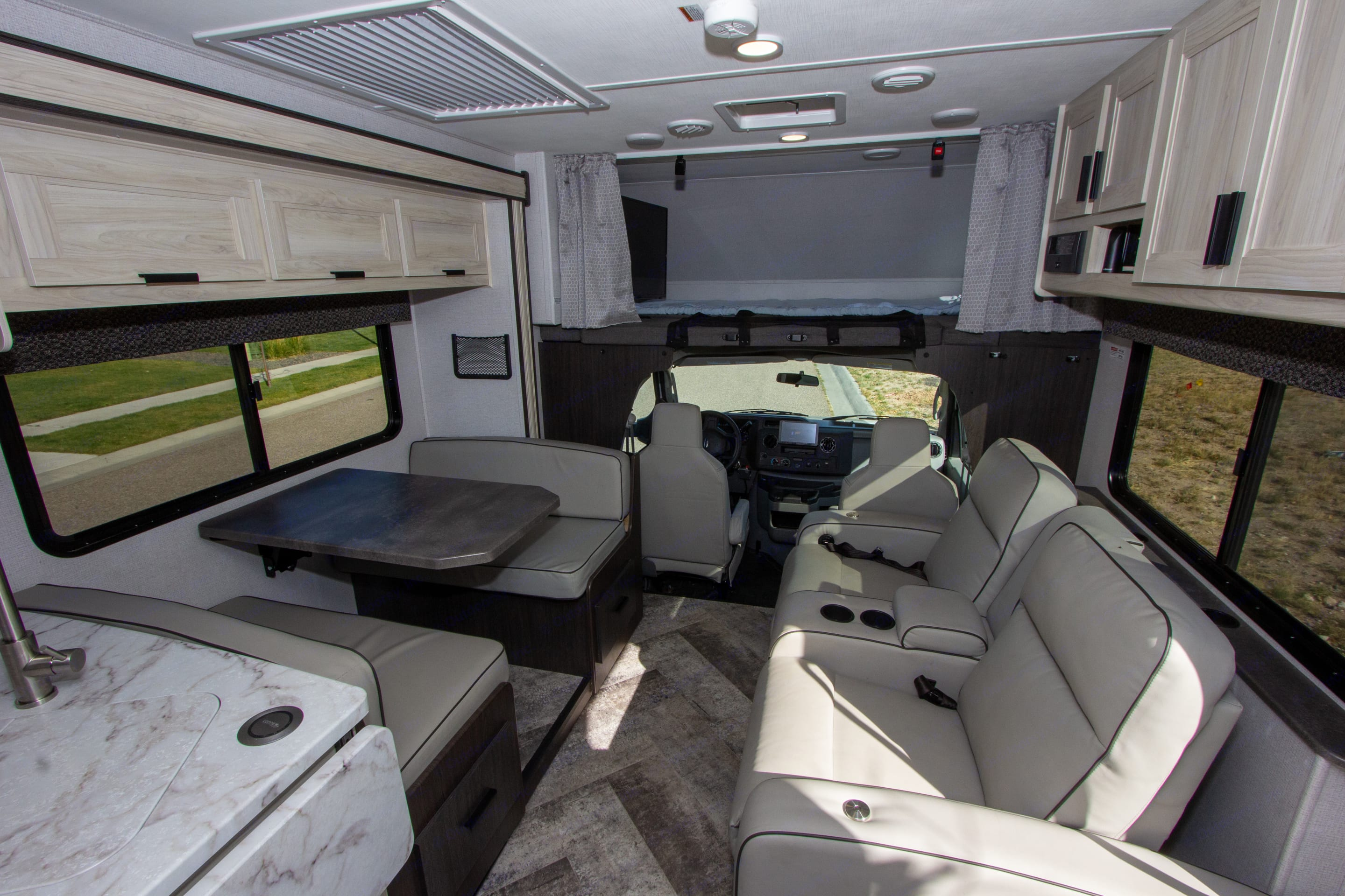 Living Area. Forest River Sunseeker 2021