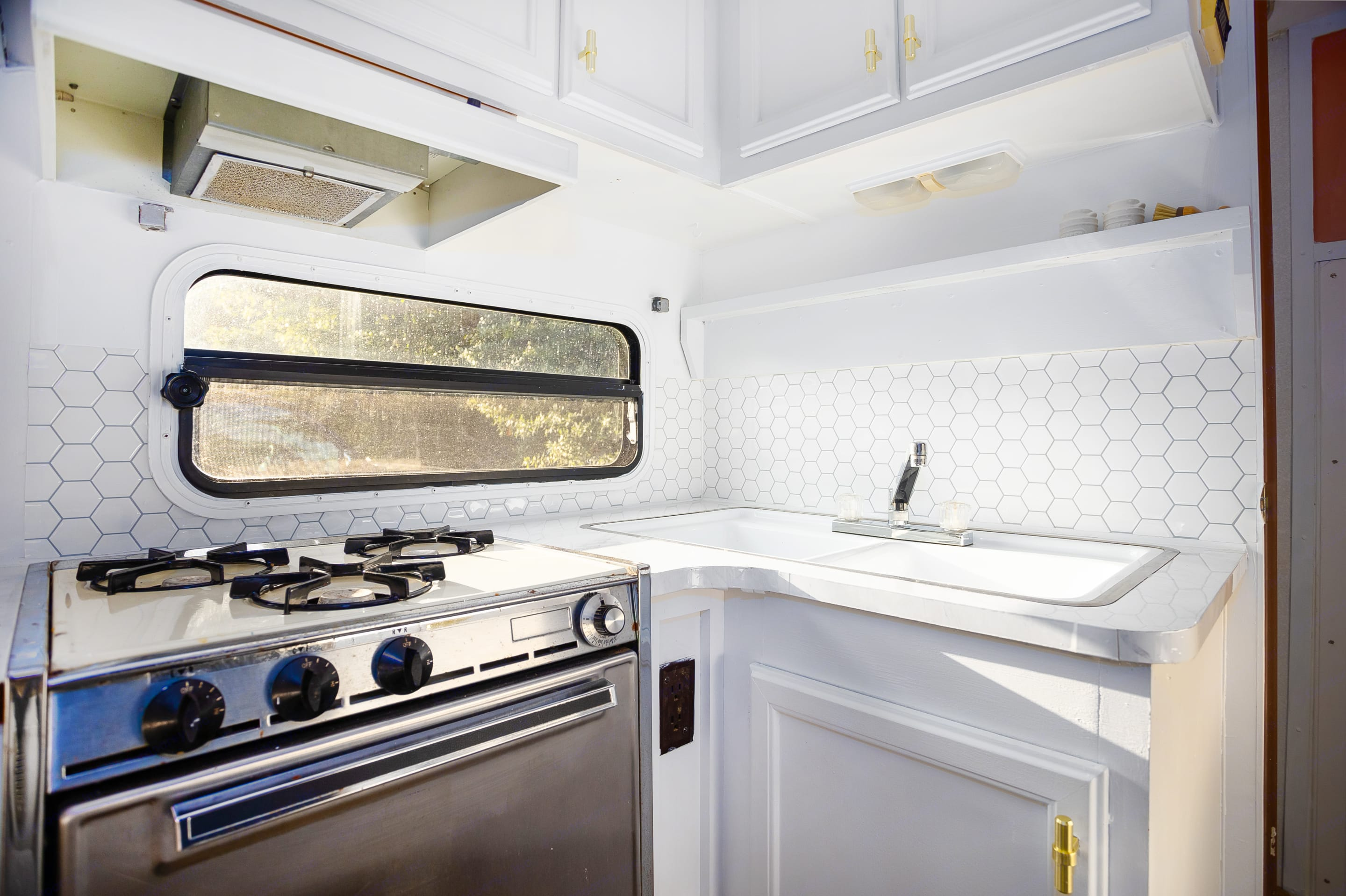 Kitchen, includes stove, oven, refrigerator, & sink. Stocked with plates,utenciles, pots & pans.. Fleetwood Prowler 1992