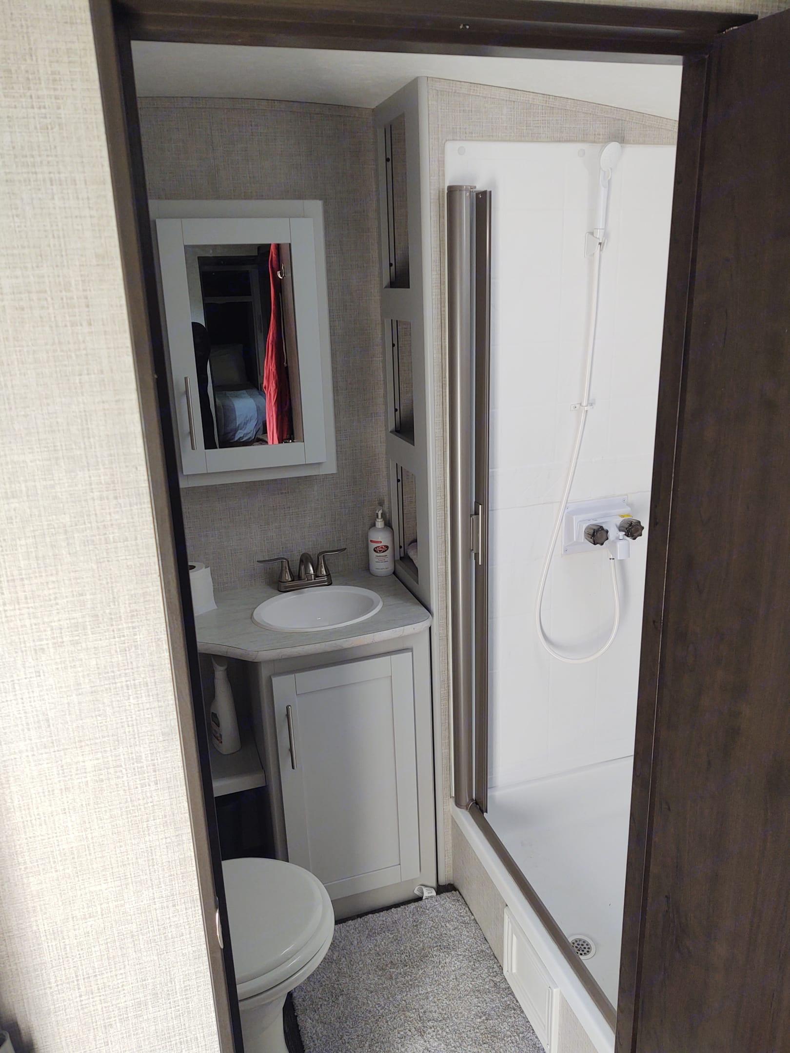 Bathroom w/shower. Keystone Bullet Premier 2021
