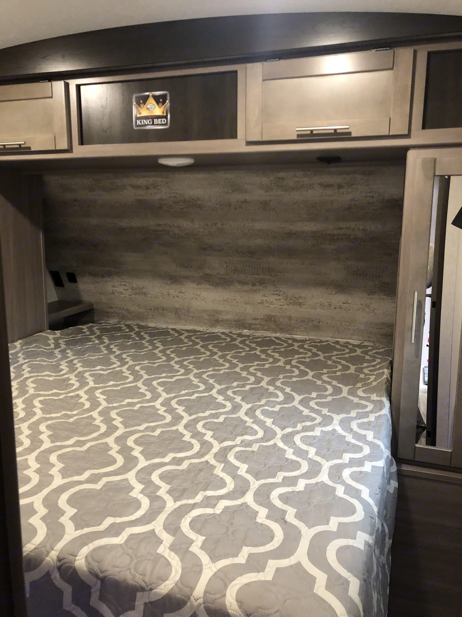 King bed on the master room. Crossroads Sunset Trail Super Lite 2021