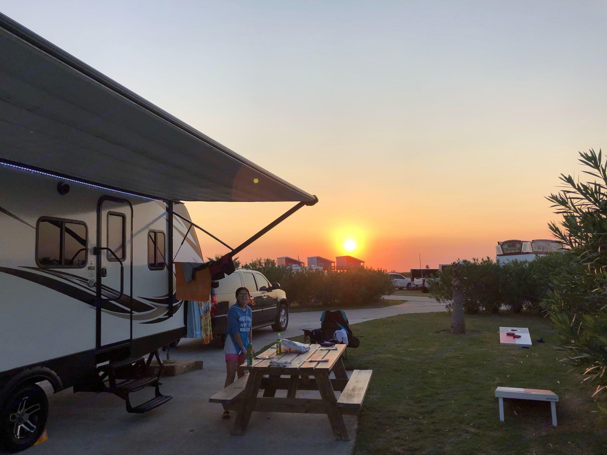 Large awning to enjoy relaxing outdoors. Keystone Passport Grand Touring 2400BH 2017