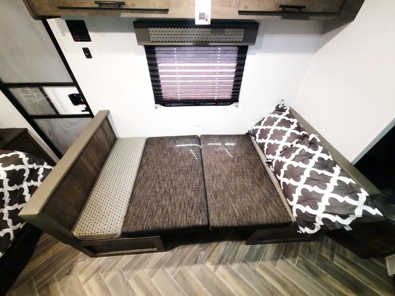 Dinette Bed. Forest River Wildwood X-Lite 2020