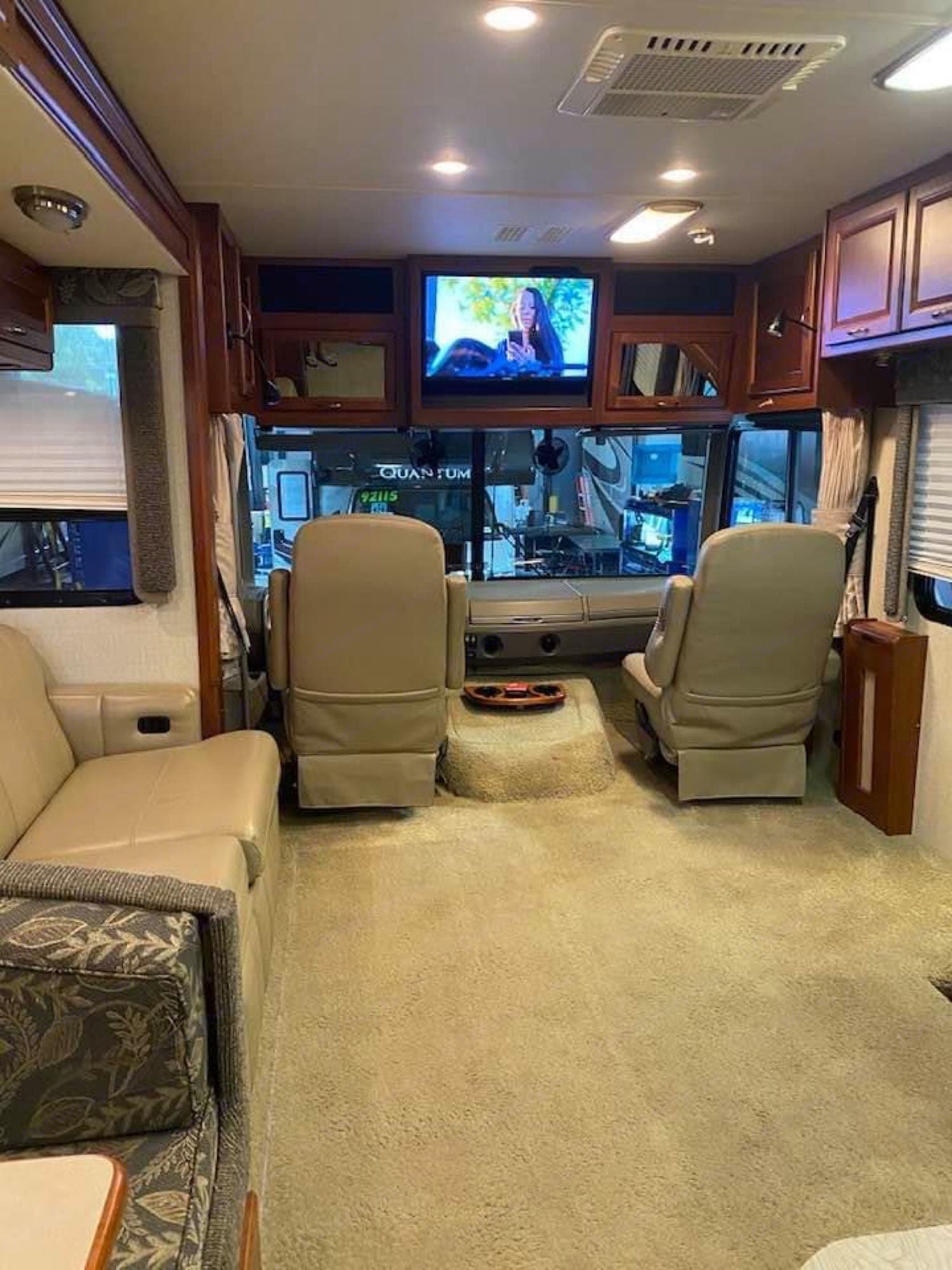 TV and sitting area inside the coach. Fleetwood Southwind 2008
