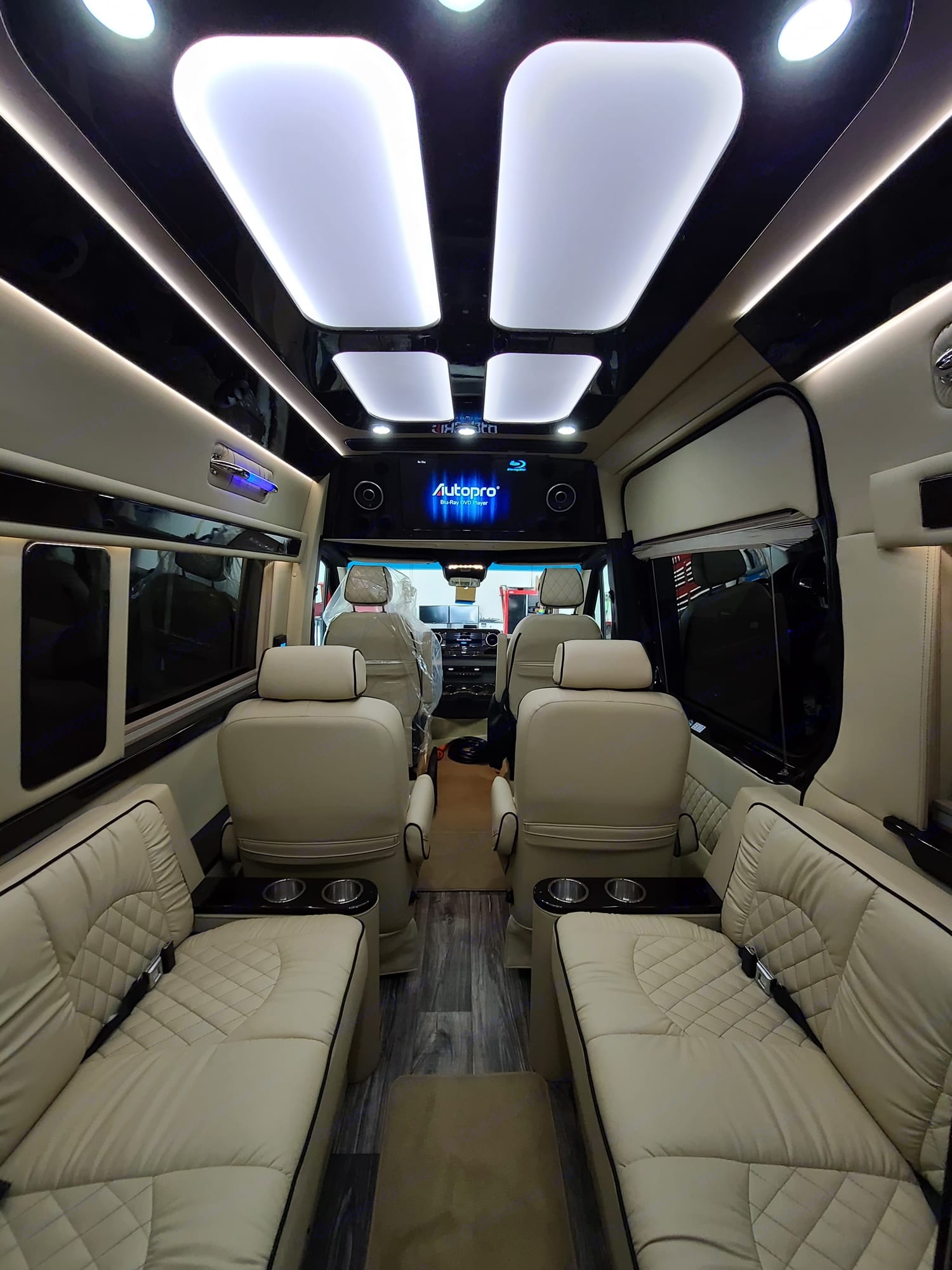 Front TV. Mercedes-Benz 4x4 Sprinter mwb 2021