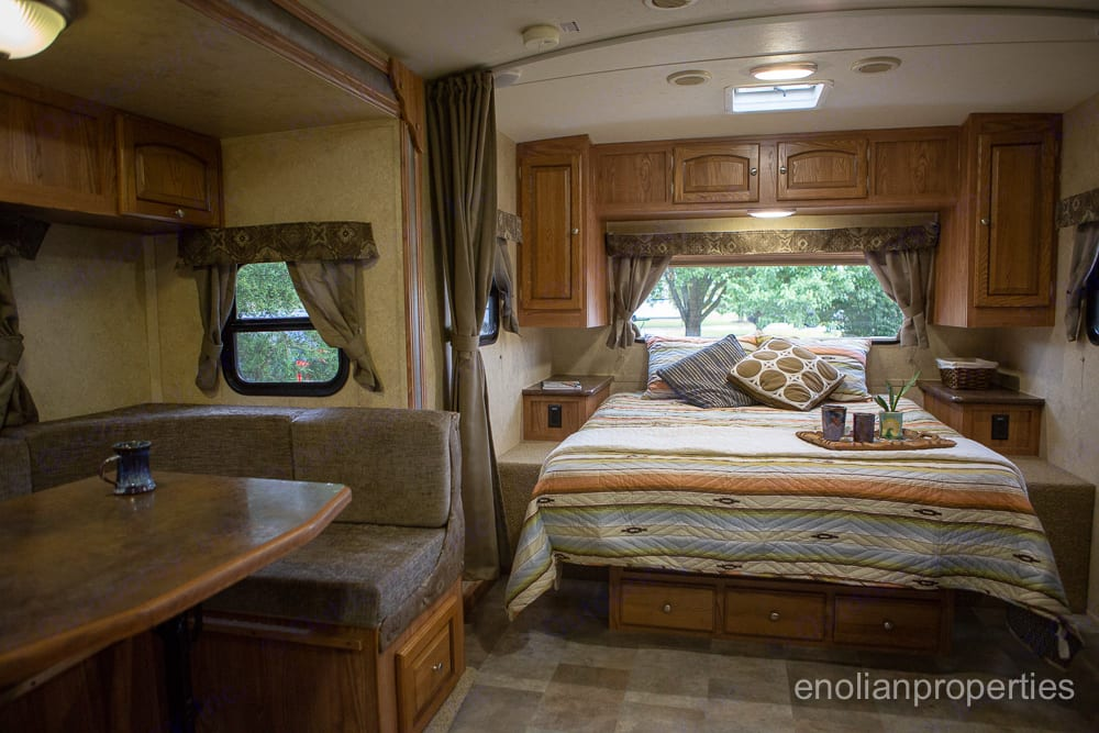 lots of space for moving around between beds and table.. Flagstaff Micro Lite 2014