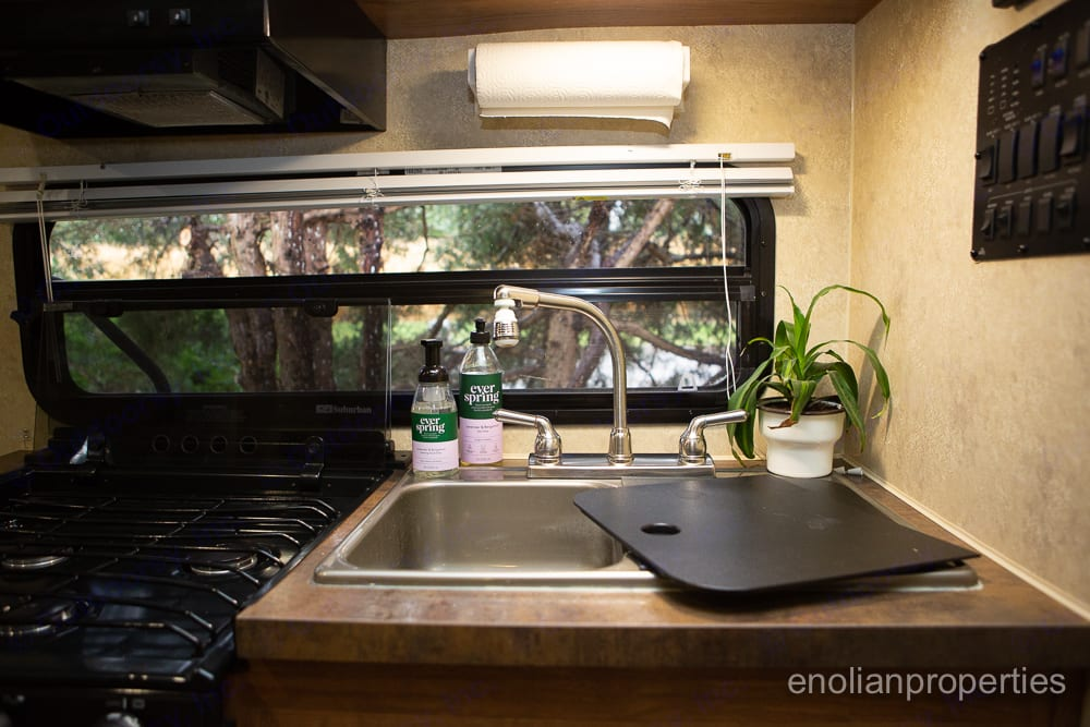 Sink, gas stove, and lots of storage.. Flagstaff Micro Lite 2014