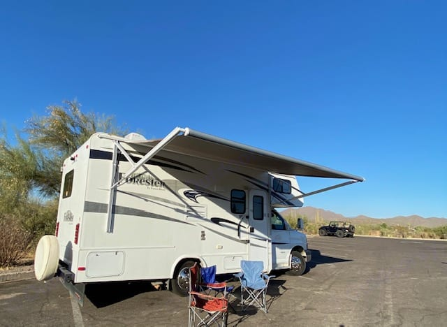 EASY to drive! class C w elec awning. Forest River forester 2013