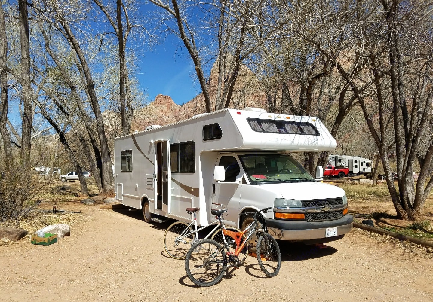 Nice 28 foot class c with queen bed in back sleeps up to 7.  4 separate sleeping areas. Easy to drive, fully self-container with generator, water/propane and holding tanks. Thor Motor Coach Four Winds Five Thousand C 2006