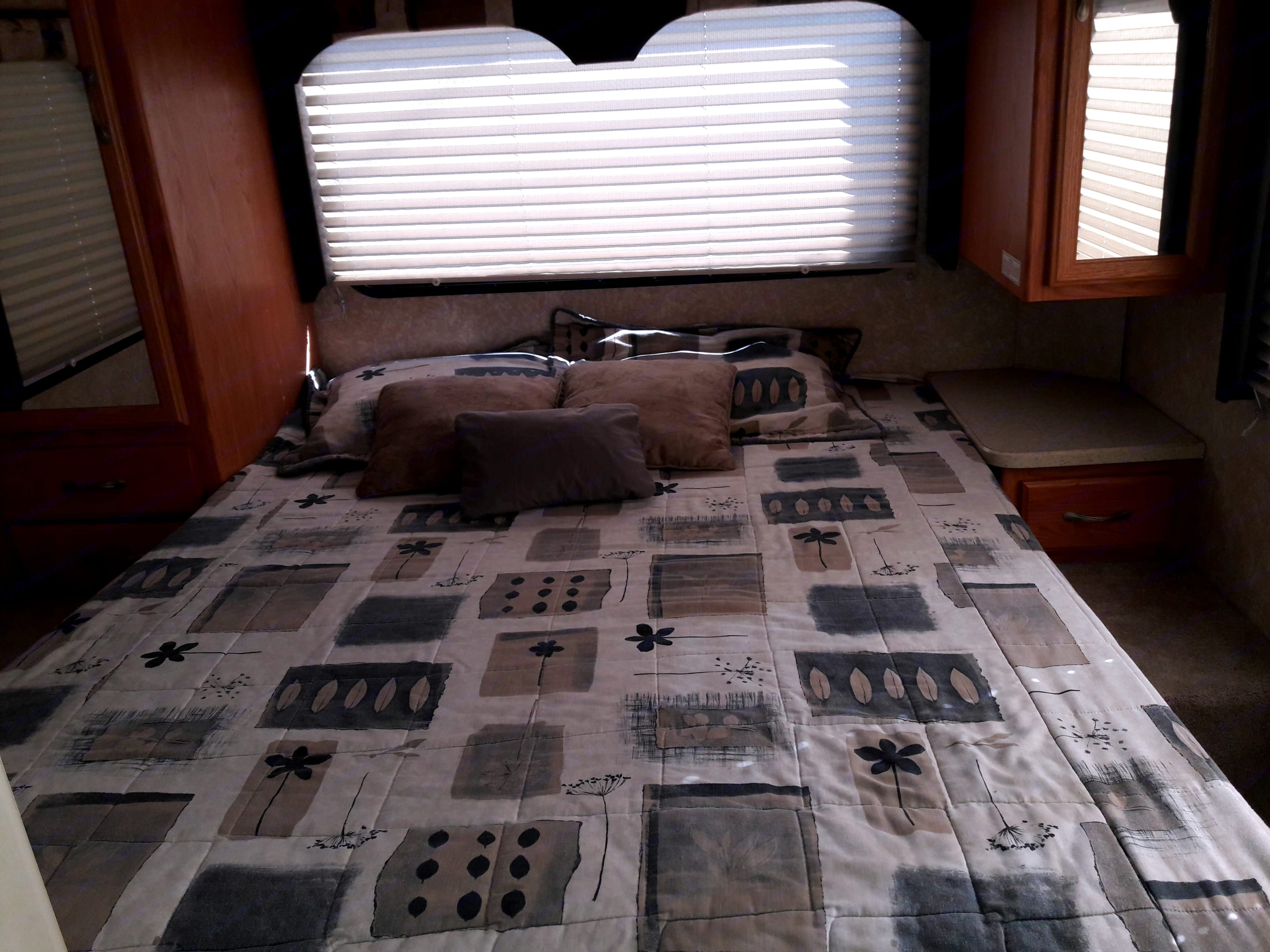 Queen bed with two wardrobes and storage under bed. Thor Motor Coach Four Winds Five Thousand C 2006
