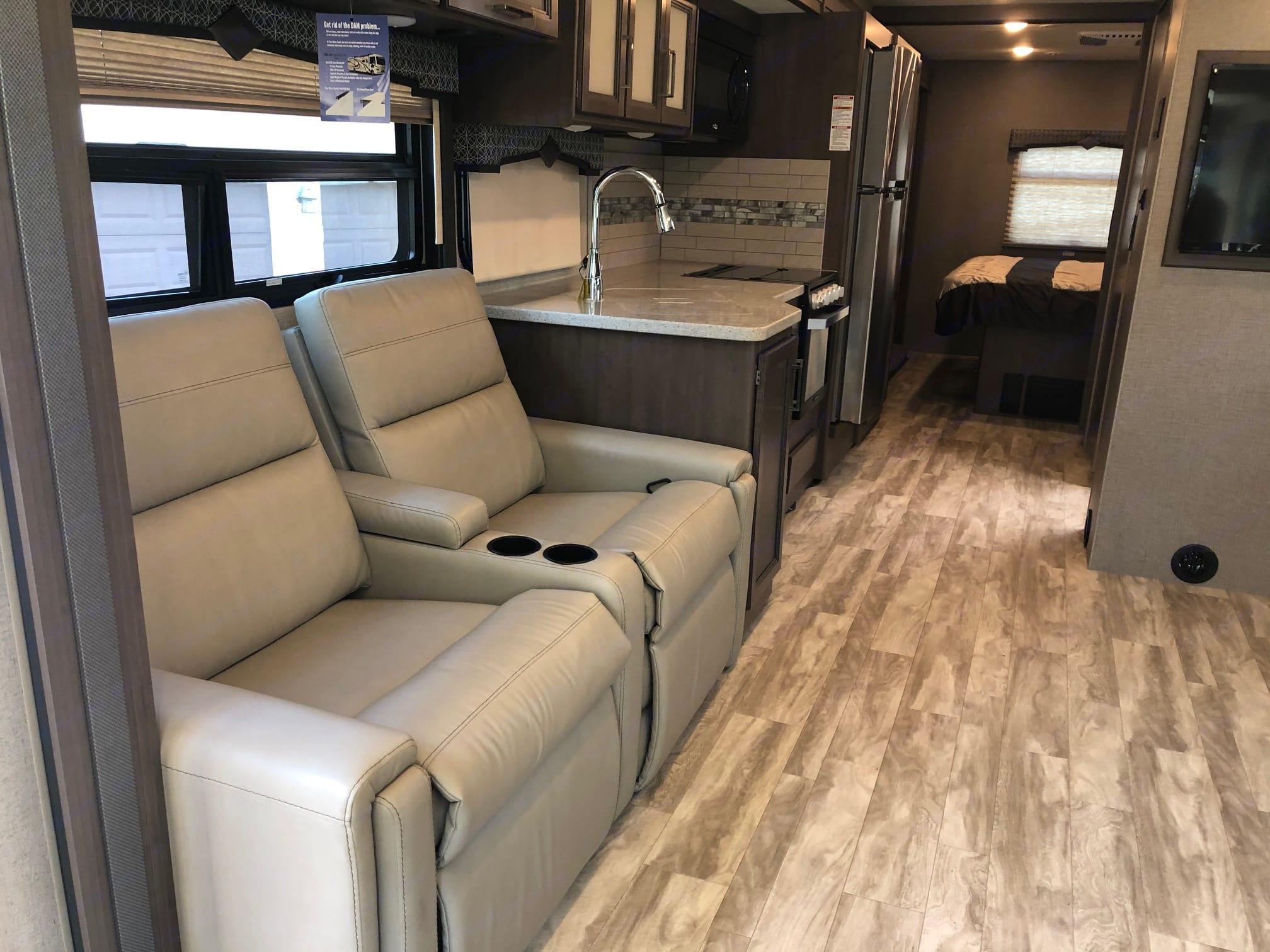Thor Motor Coach Hurricane 2021