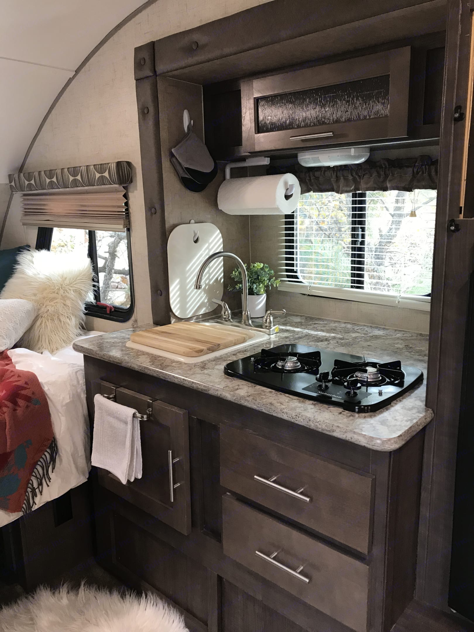 Bright kitchen with all the amenities included.... Forest River R-Pod 2015