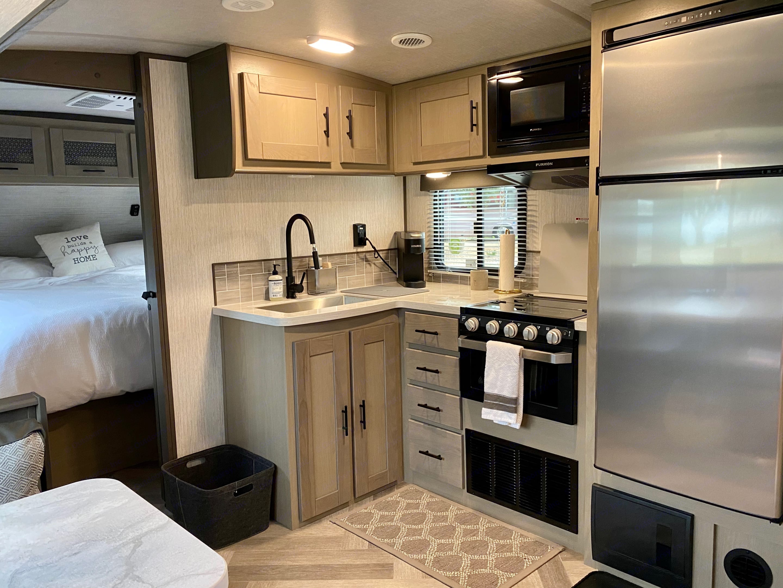 Kitchen. Cruiser Rv Corp Twilight 2021