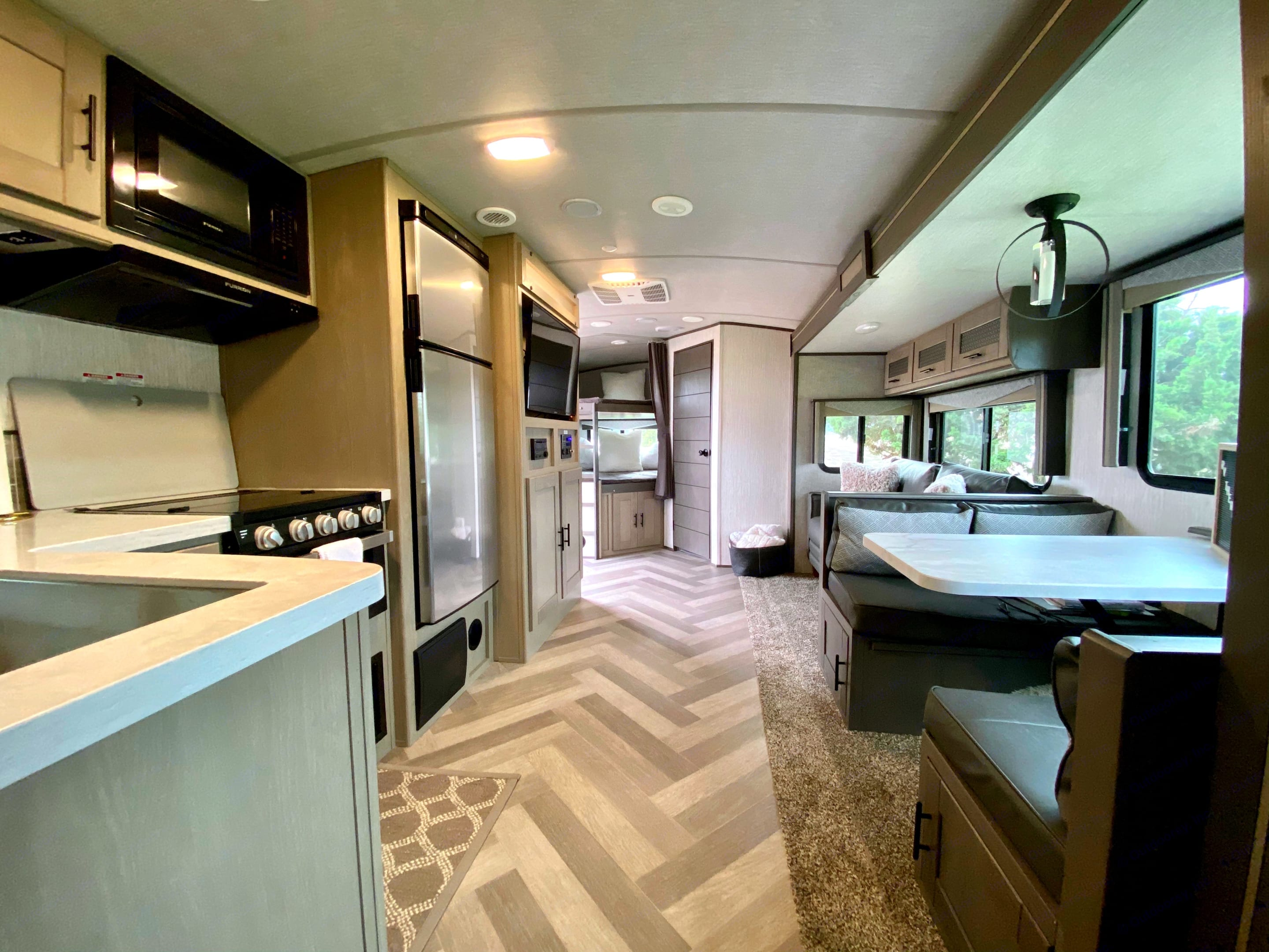 Dinette that folds into bed. Cruiser Rv Corp Twilight 2021