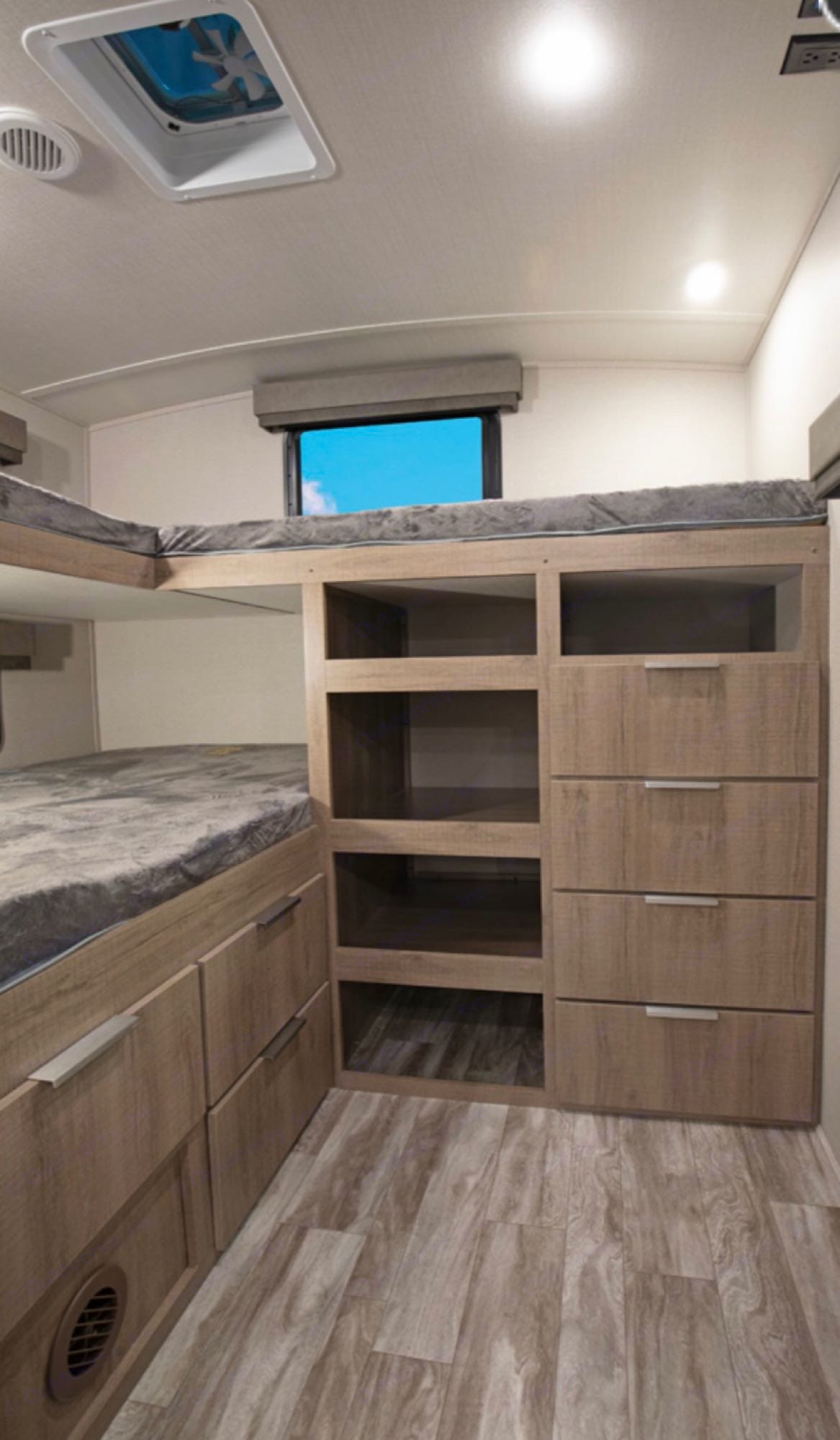 Bunk house, can sleep up to four people. Grand Design imagine 2020
