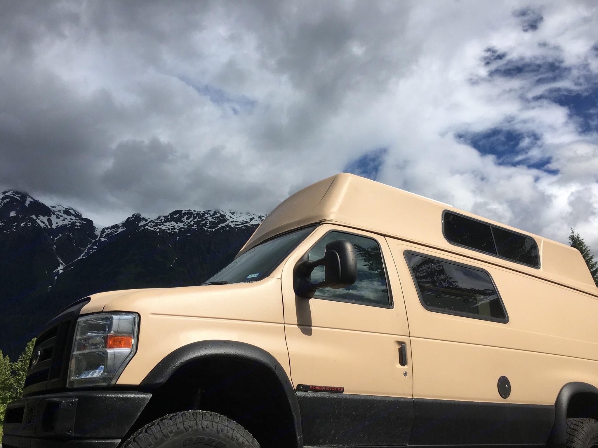Alaska. Ford Econoline 2002