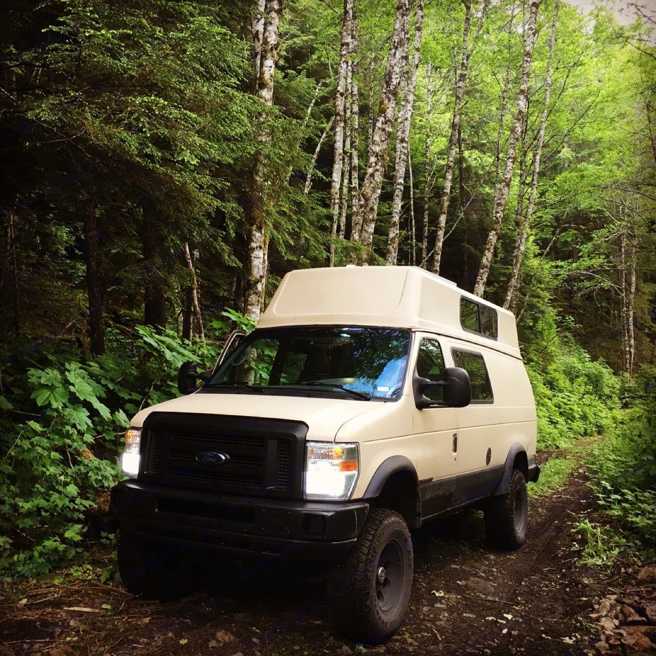 British Columbia. Ford Econoline 2002