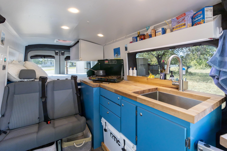 Full kitchen. Ford Custom Transit 2016