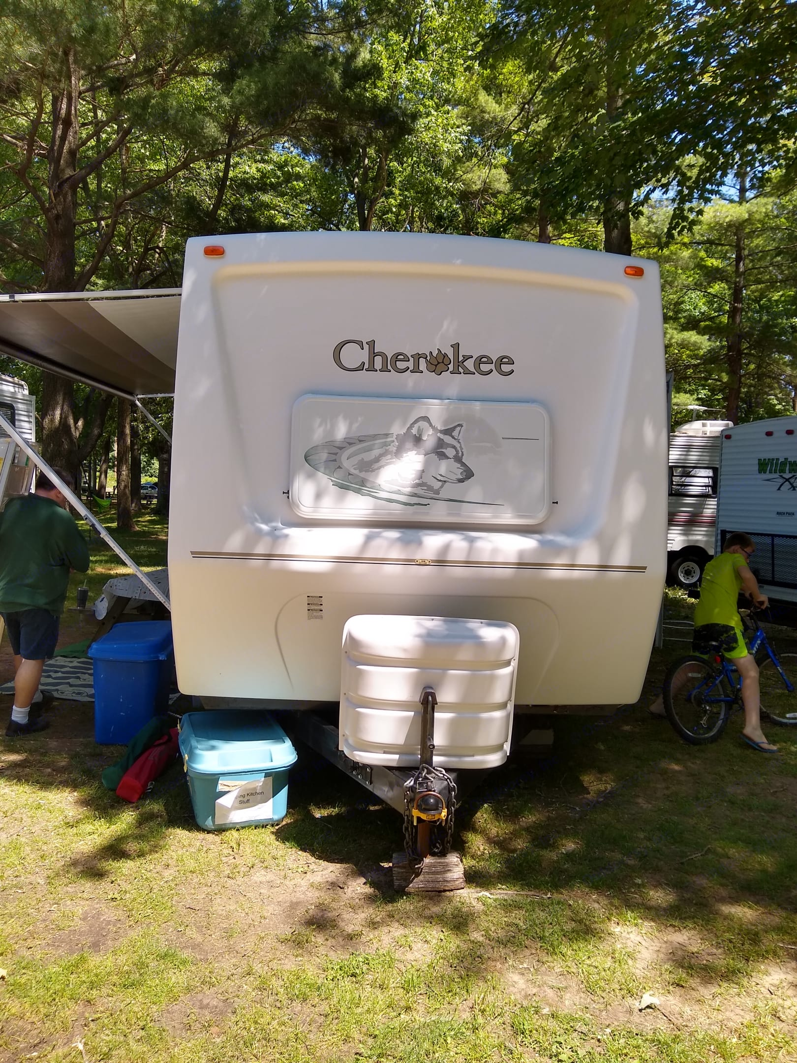 Front of trailer. Forest River Cherokee 2004