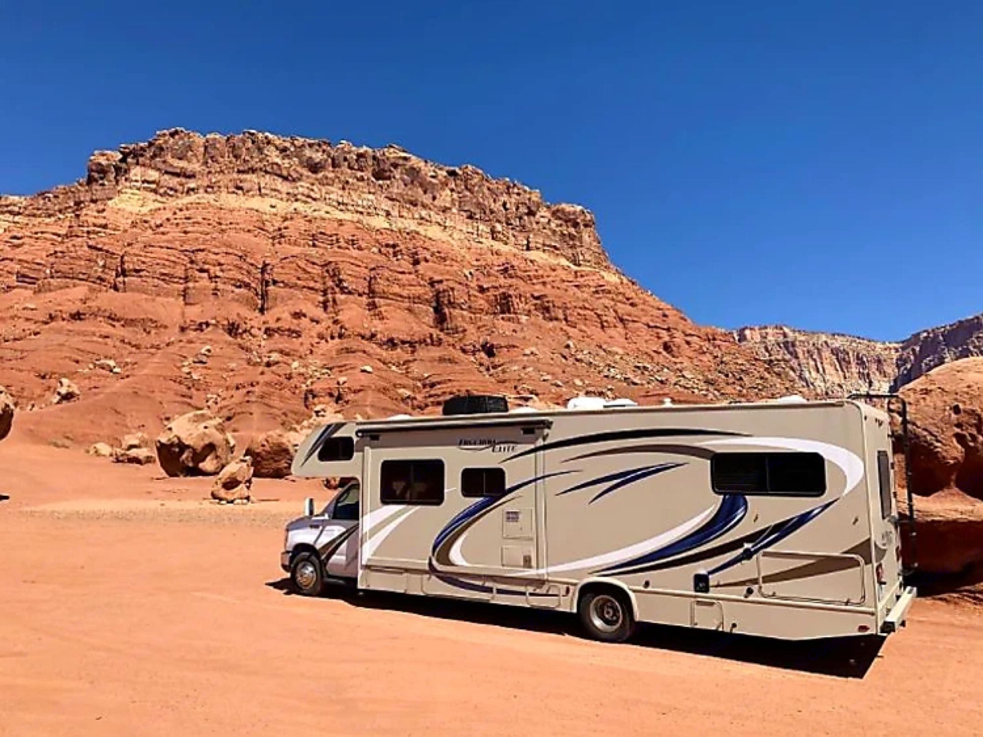 Roam through the country and enjoy the beautiful sights!. Thor Motor Coach Freedom Elite 2018