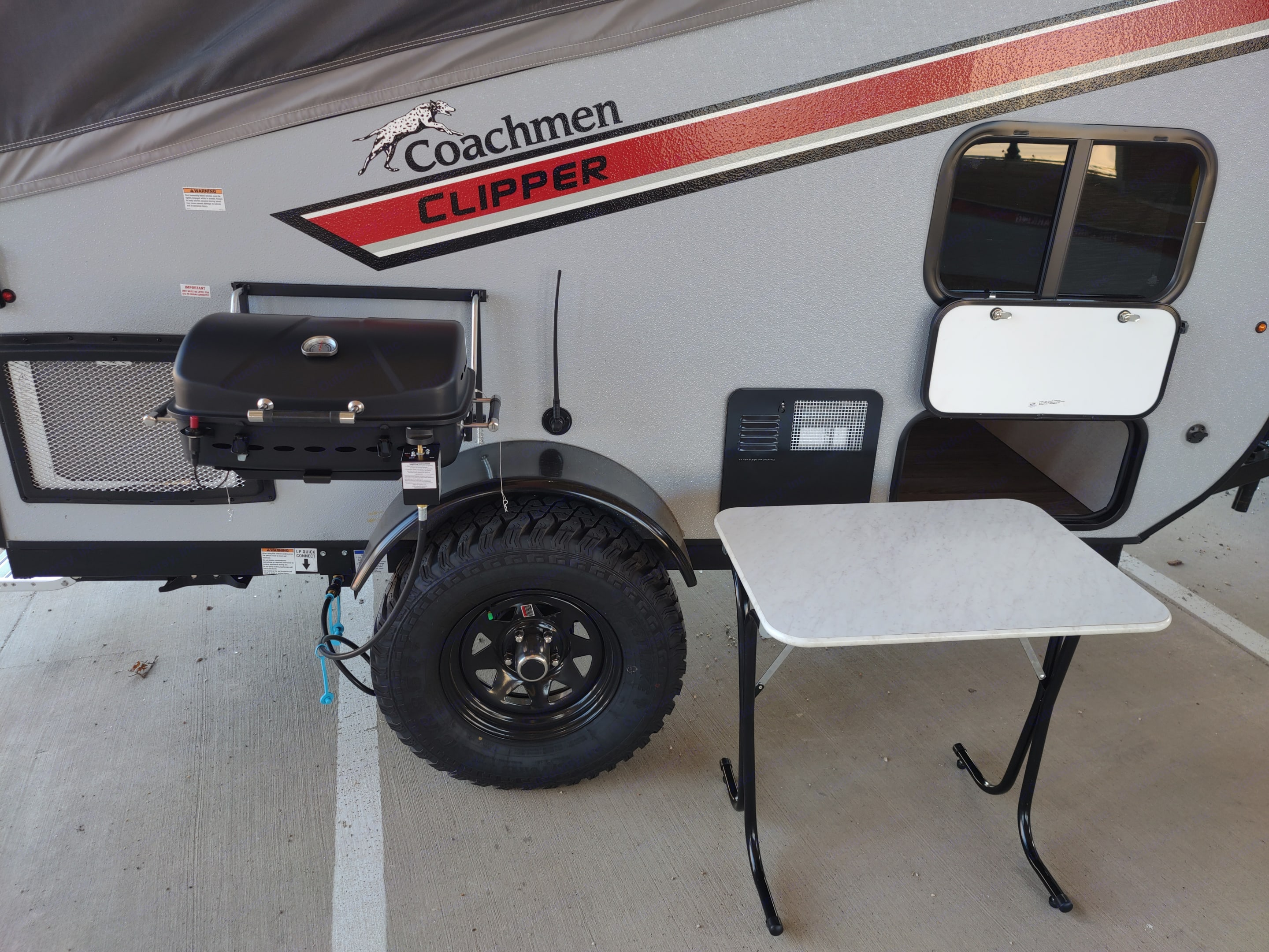 comes with outdoor kitchen. Coachmen Clipper 2021
