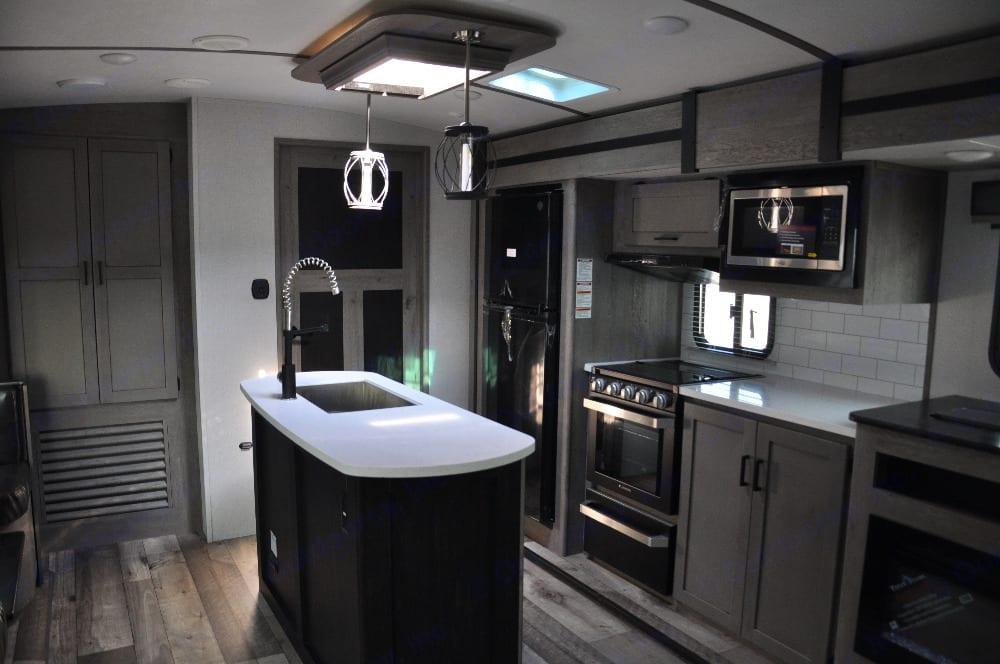 Spacious kitchen. Keystone Outback 2021
