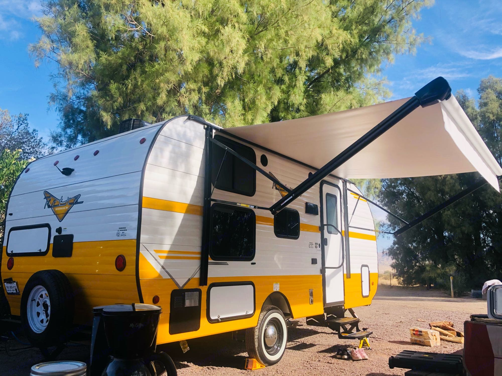 """15"""" awning give you a good shade. Riverside Retro 2021"""