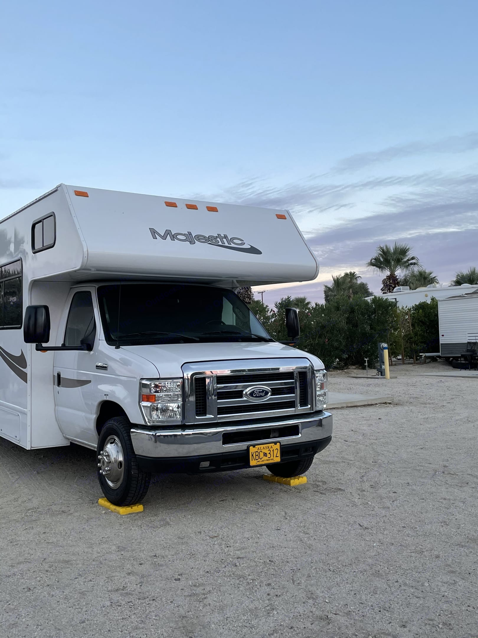 Front of Vehicle Large Mirrors. Thor Motor Coach Four Winds Majestic 2016