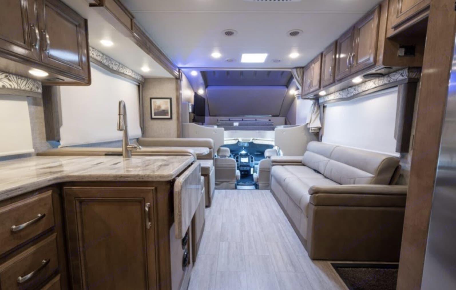 Thor Motor Coach Magnitude 2020