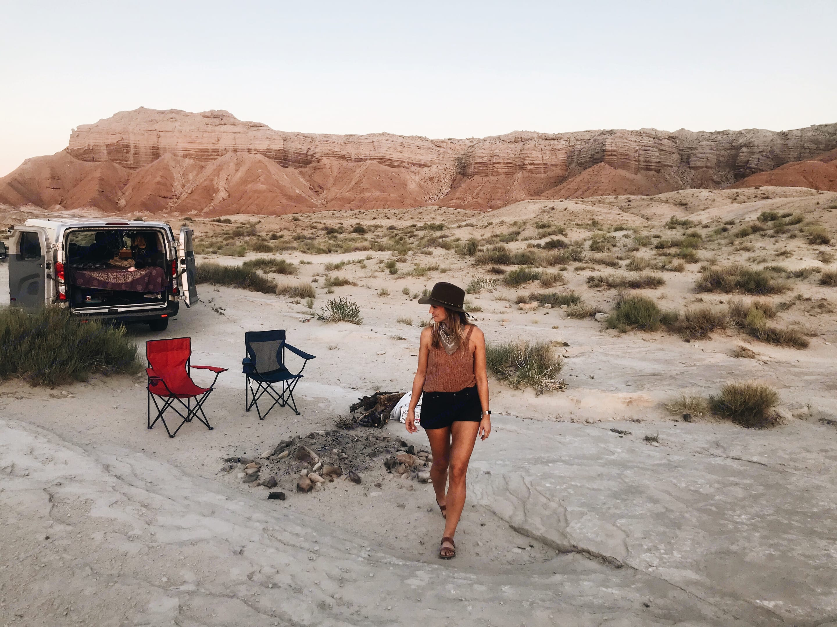 Easy to pull up and have camp made so you can enjoy nature. No complicated pop ups, pull outs or levers.. Ford Transit 2019