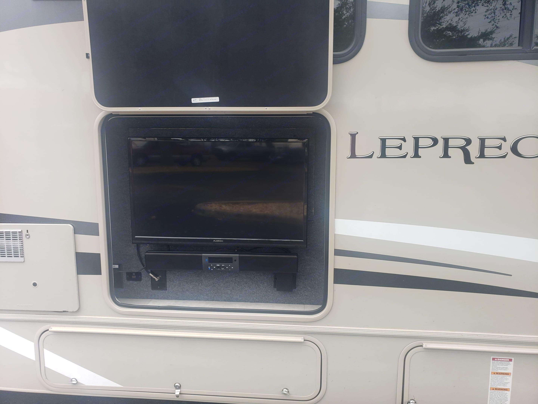 Coachmen Leprechaun 319MB 2022