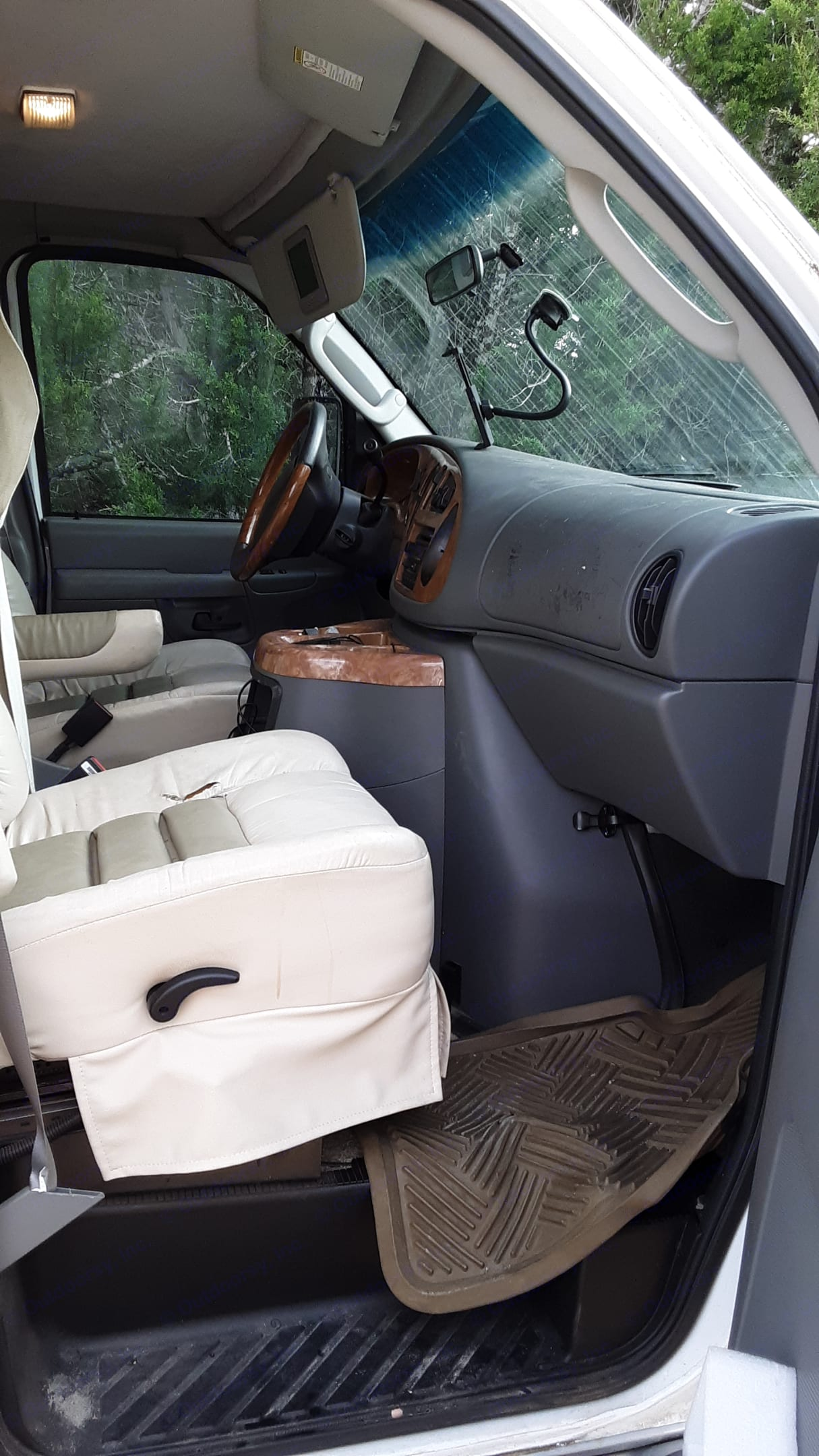 Front seats are very comfortable 4 long trips.radio is wired to speaker throughout the RV you can play the radio in just the front or throughout  RV. Gulf Stream B Touring Cruiser 2005
