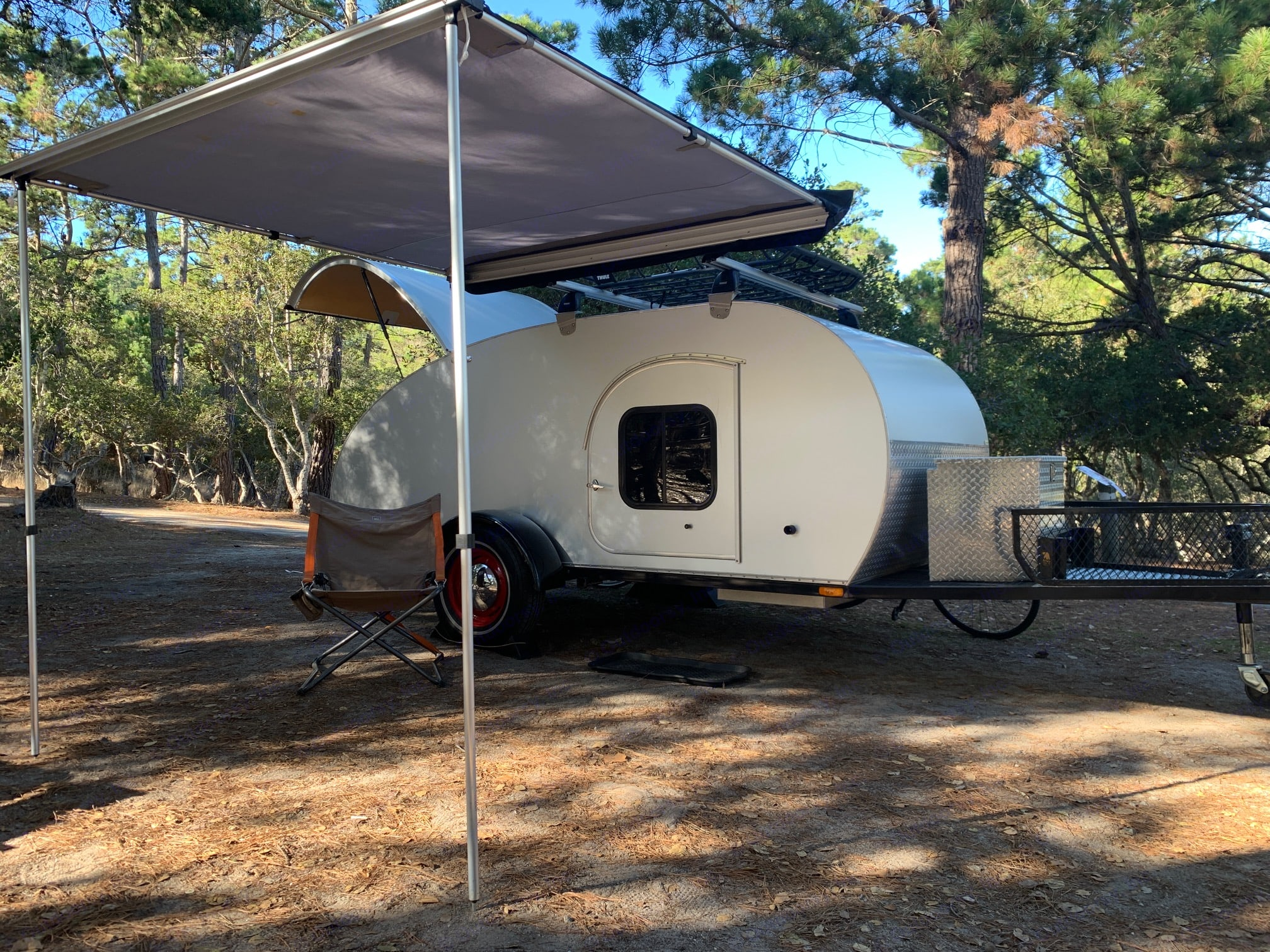 The attached Thule awning can be moved to either side of the trailer to provide the perfect shaded area. So-Cal Teardrops 511 Cal Deluxe Teardrop 2013