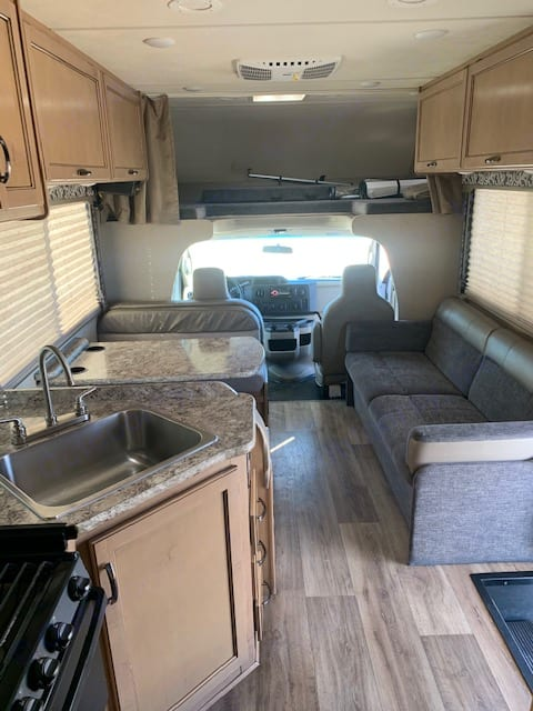 Gorgeous interior with everything in pristine condition!. Thor Motor Coach Four Winds 28A 2019