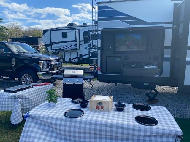 tv dinner out side . Venture Rv Sporttrek 2019