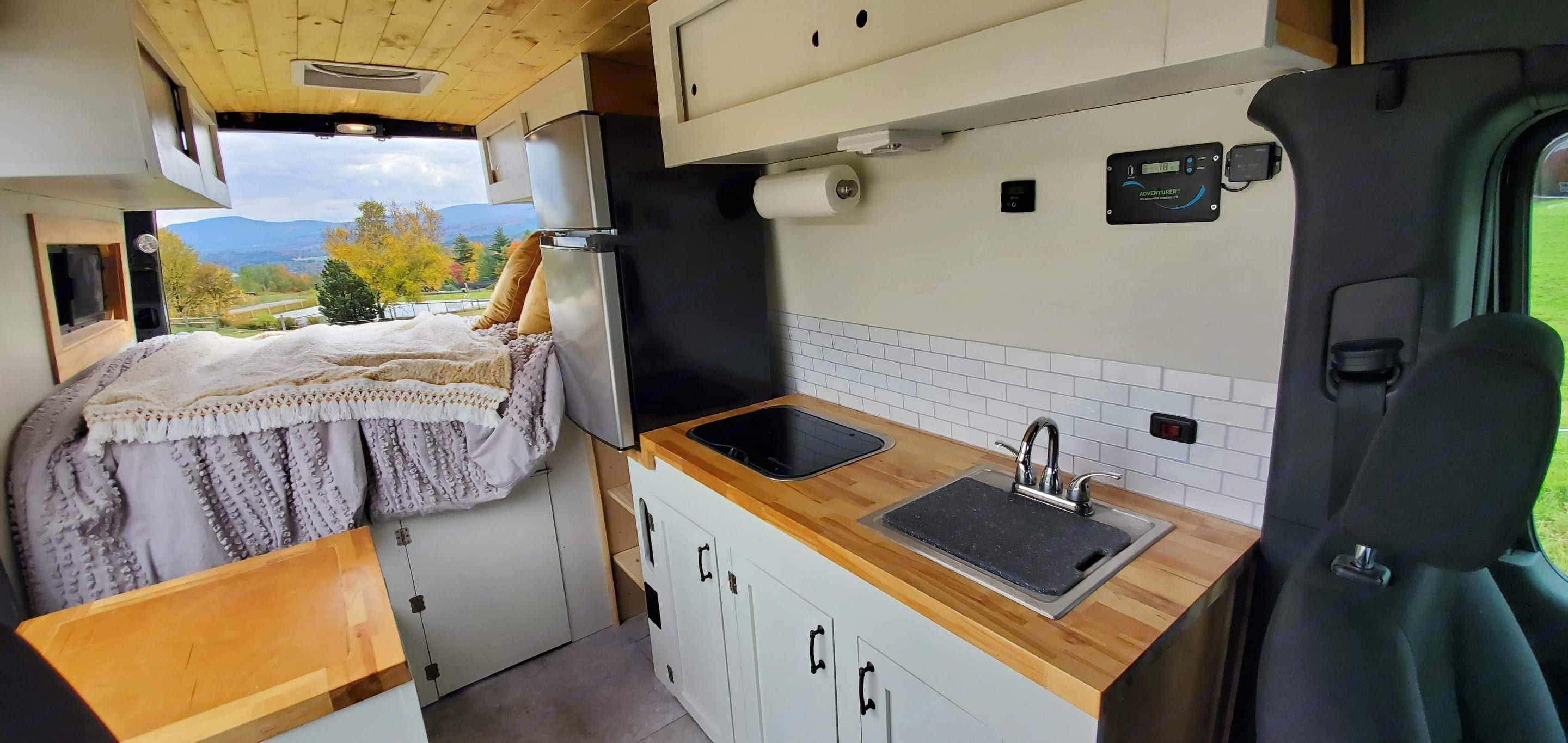 2 burner propane stove with sink. Running water from 7 gallon tank.. Mercedes-Benz Sprinter 2019
