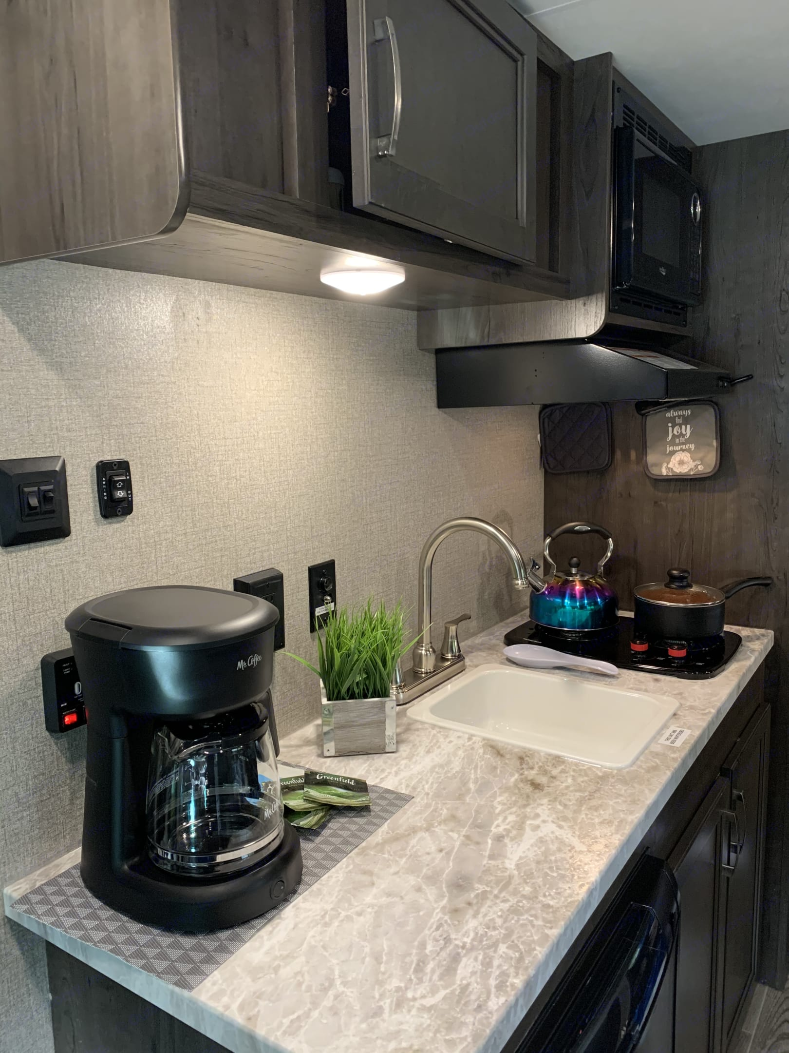 We take care about all kitchen items! Hot coffee or tea in the morning - nothing could be more easy!. Jayco Flight 2021