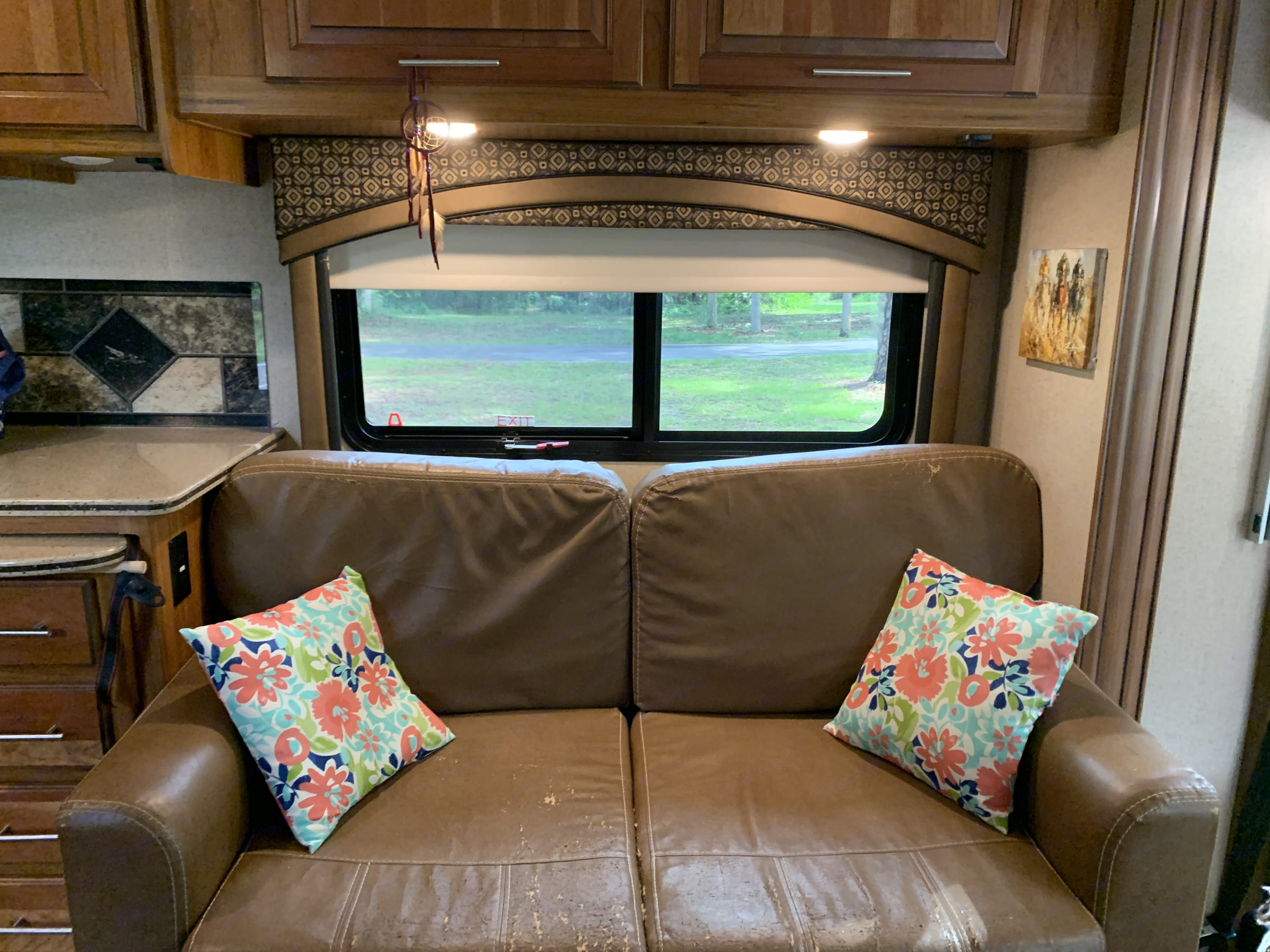 Love seat with pull-out bed. Jayco Precept 2016