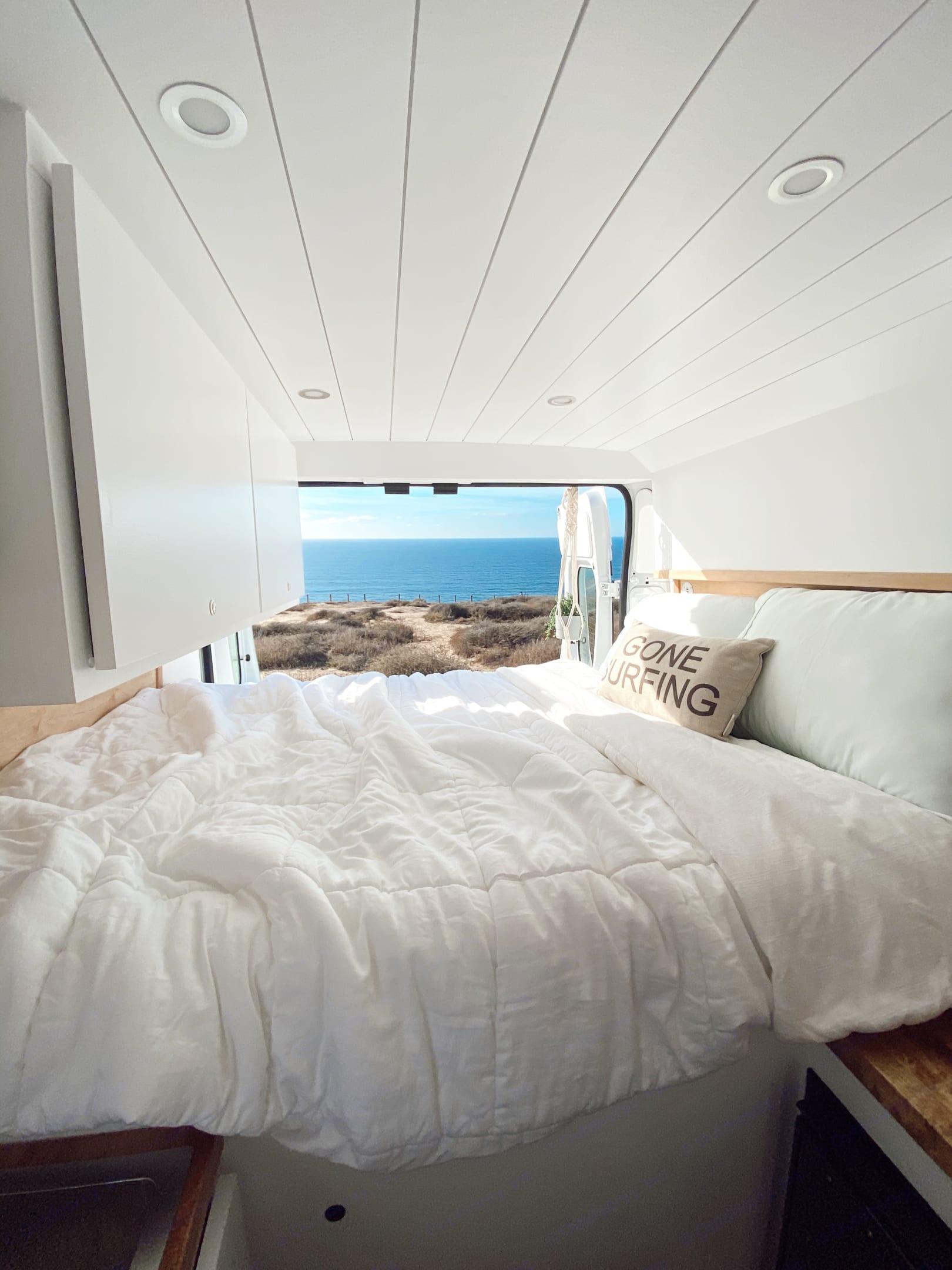 Cozy & comfortable memory foam mattress. Ram Promaster 2500 High roof 2014