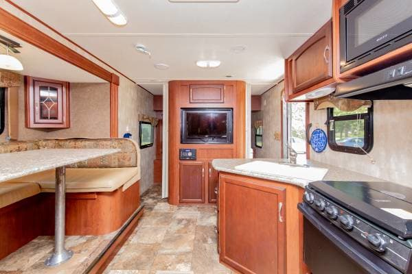 Cooking Eating and Entertainment with TV and Stereo with AM/FM/AUX & CD player. Surround sound in and out!. Winnebago Minnie 2451 BHS 2015
